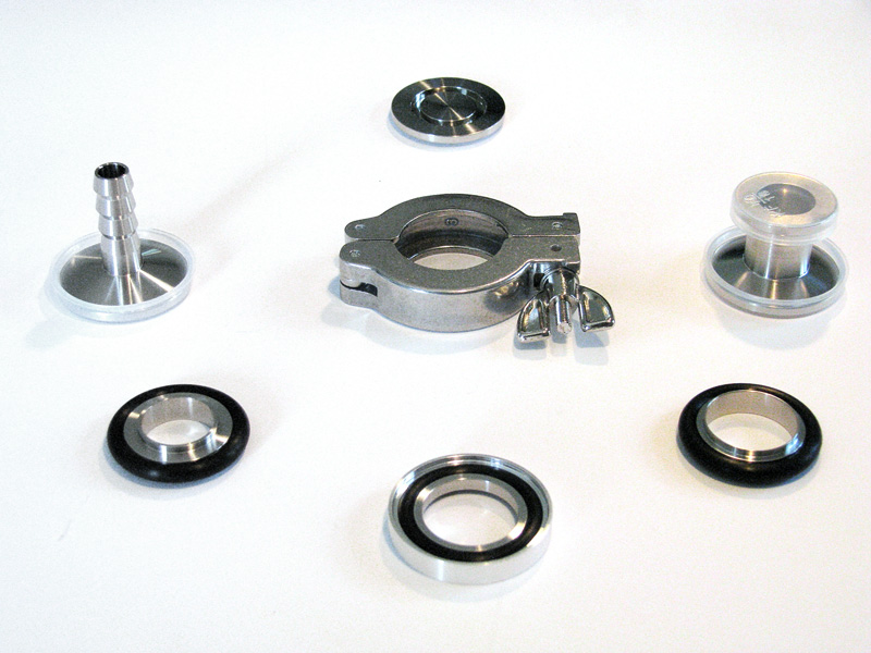 Ensemble of KF flanges, O-rings, and clamp