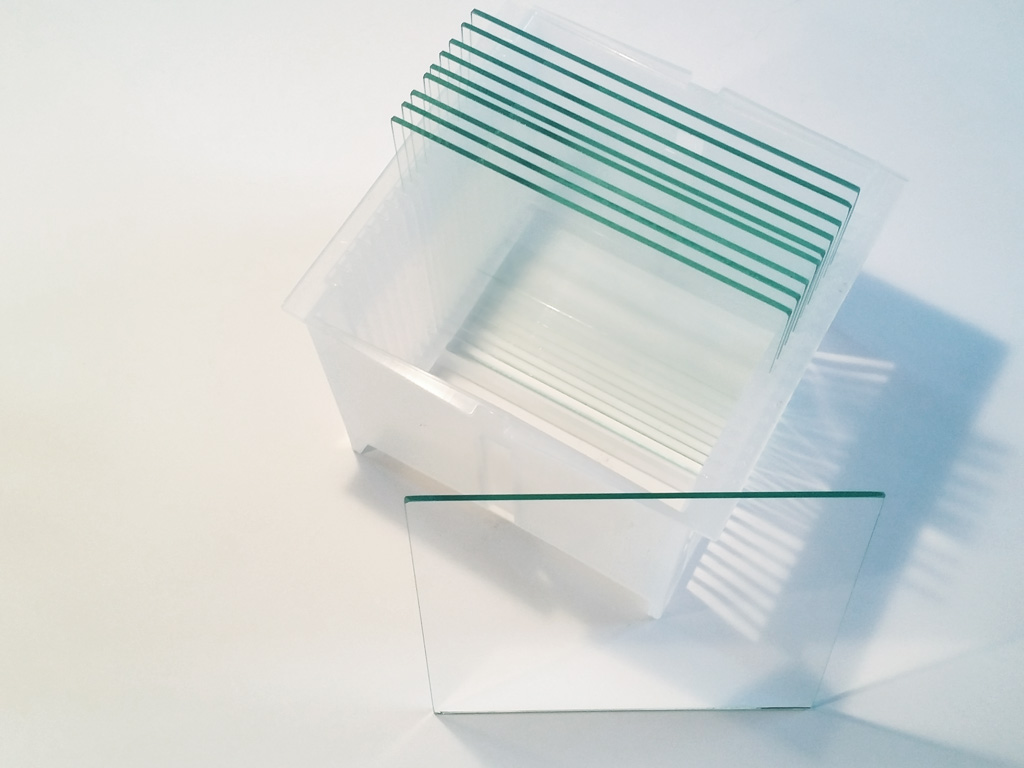 glass wafer in carrier box